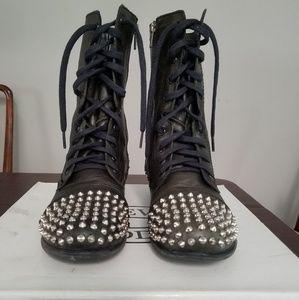 Steve Madden sz 9 spiked combat boot